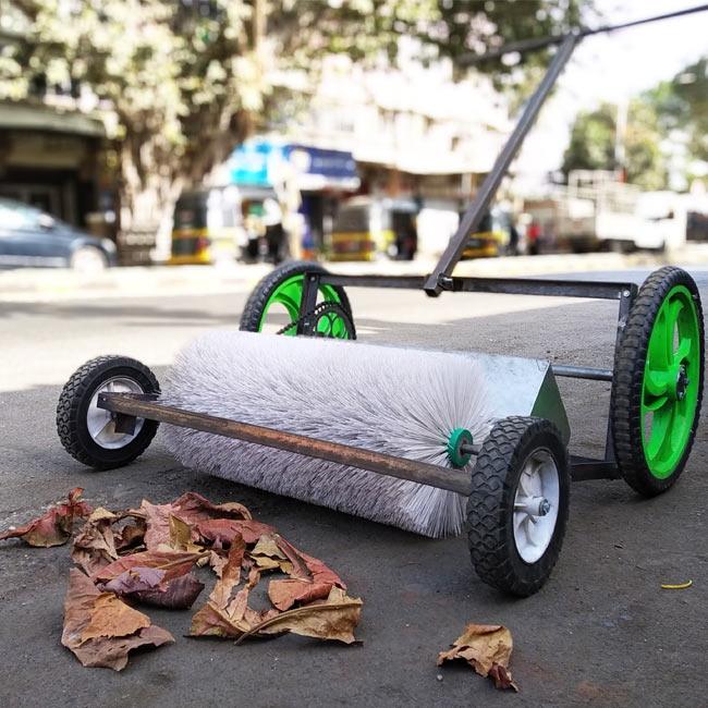 Road footpath dust cleaner